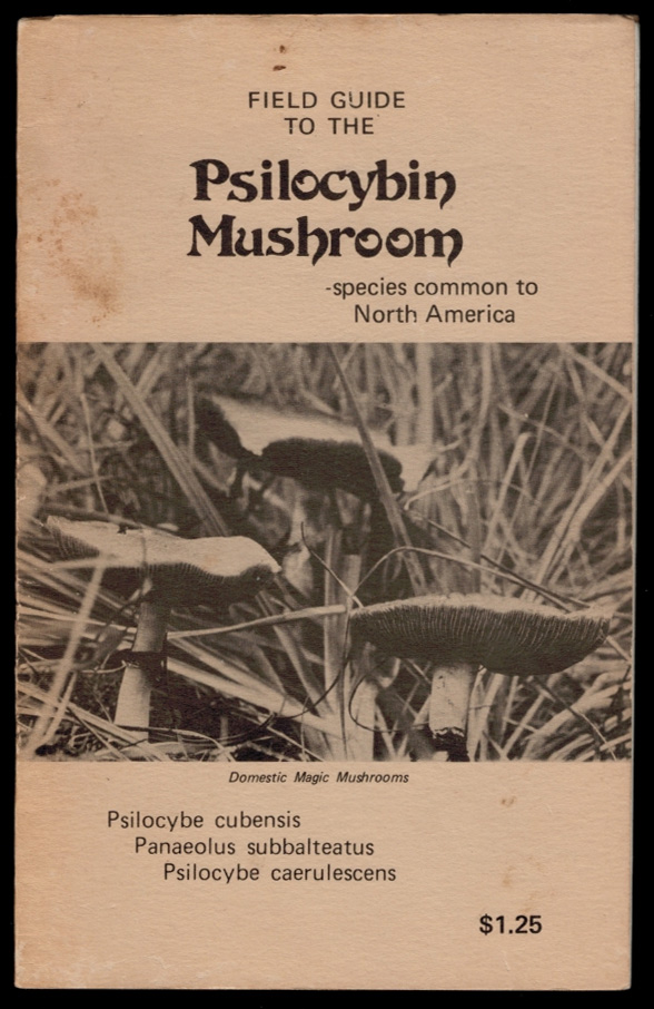 FIELD GUIDE TO THE PSILOCYBIN MUSHROOM. Edited by Richard Meredith. Drawings by P. Holt. Photos by José. F. C. GHOULED.